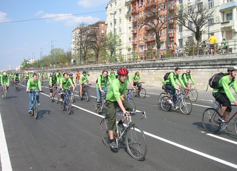 A contingent of hundreds of route monitors leads the ride, peeling off in pairs wherever safety monitors are to be stationed. The streets used for the ride are already closed for the entire day by the police, so Budapest's monitors generally act as a buffer between the ride and pedestrians.
